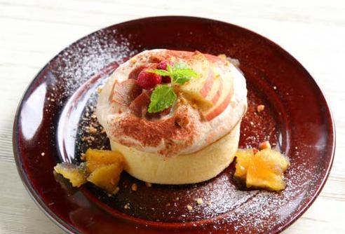 自家製りんごキャラメルと マロンティラミスパンケーキ 単品 900円ドリンクセット 1,100円