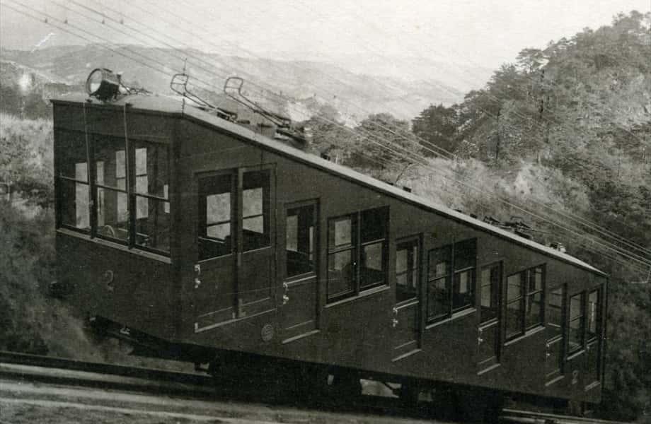 初代ケーブルカー運行開始(昭和7年)