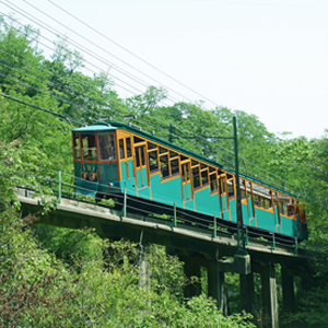 六甲ケーブルに乗って新緑の六甲山へ