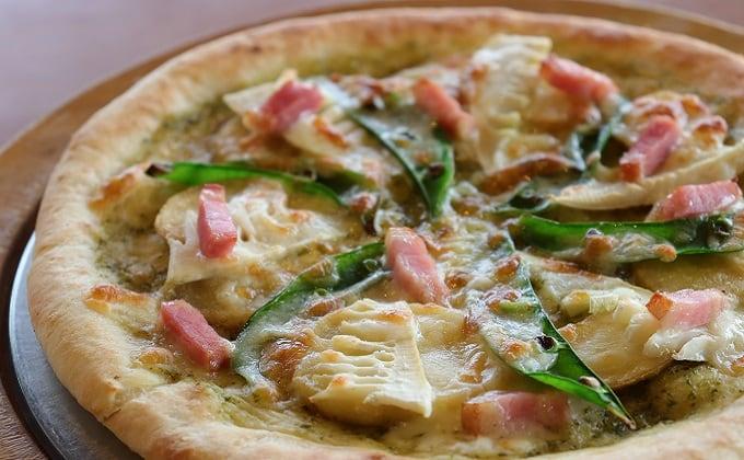 兵庫県産バジルソースの春野菜ピザ