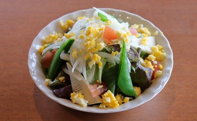 季節野菜のミモザ風サラダ