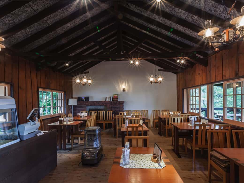 山小屋風の喫茶店 エーデルワイス