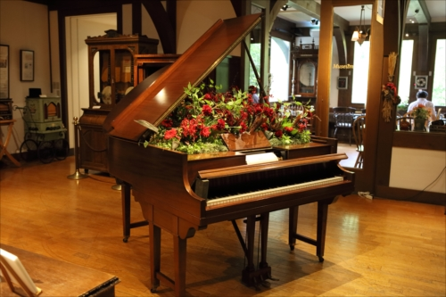 花器に見立てたプロデューシング・ピアノ