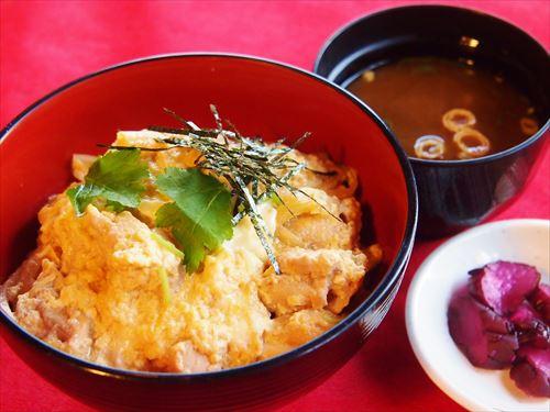 兵庫地玉子と鶏の手づくり親子丼(お味噌汁・香の物付)