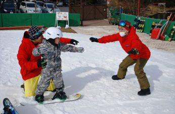 「小学生限定ボードスクール」、「幼児向けボード体験会」好評予約受付中!