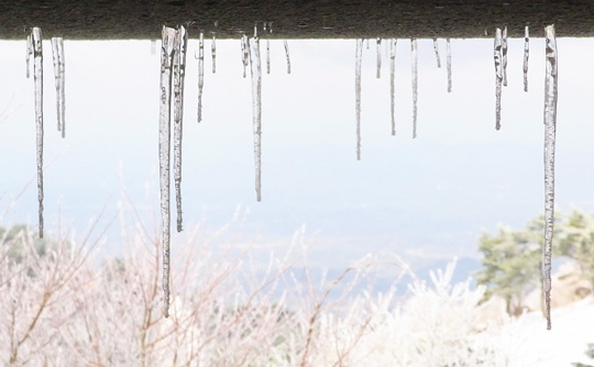 Icicles and stalagmites (1)